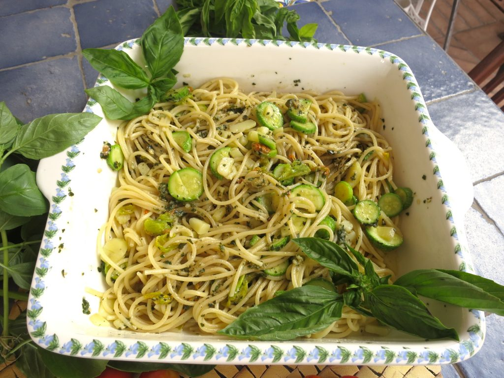 spaghetti s tikvicama i pestom genovese